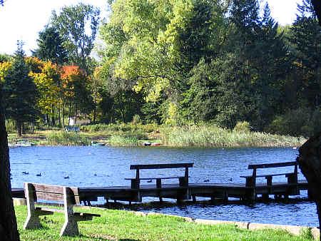 Pomost wędkarski nad jeziorem Pile