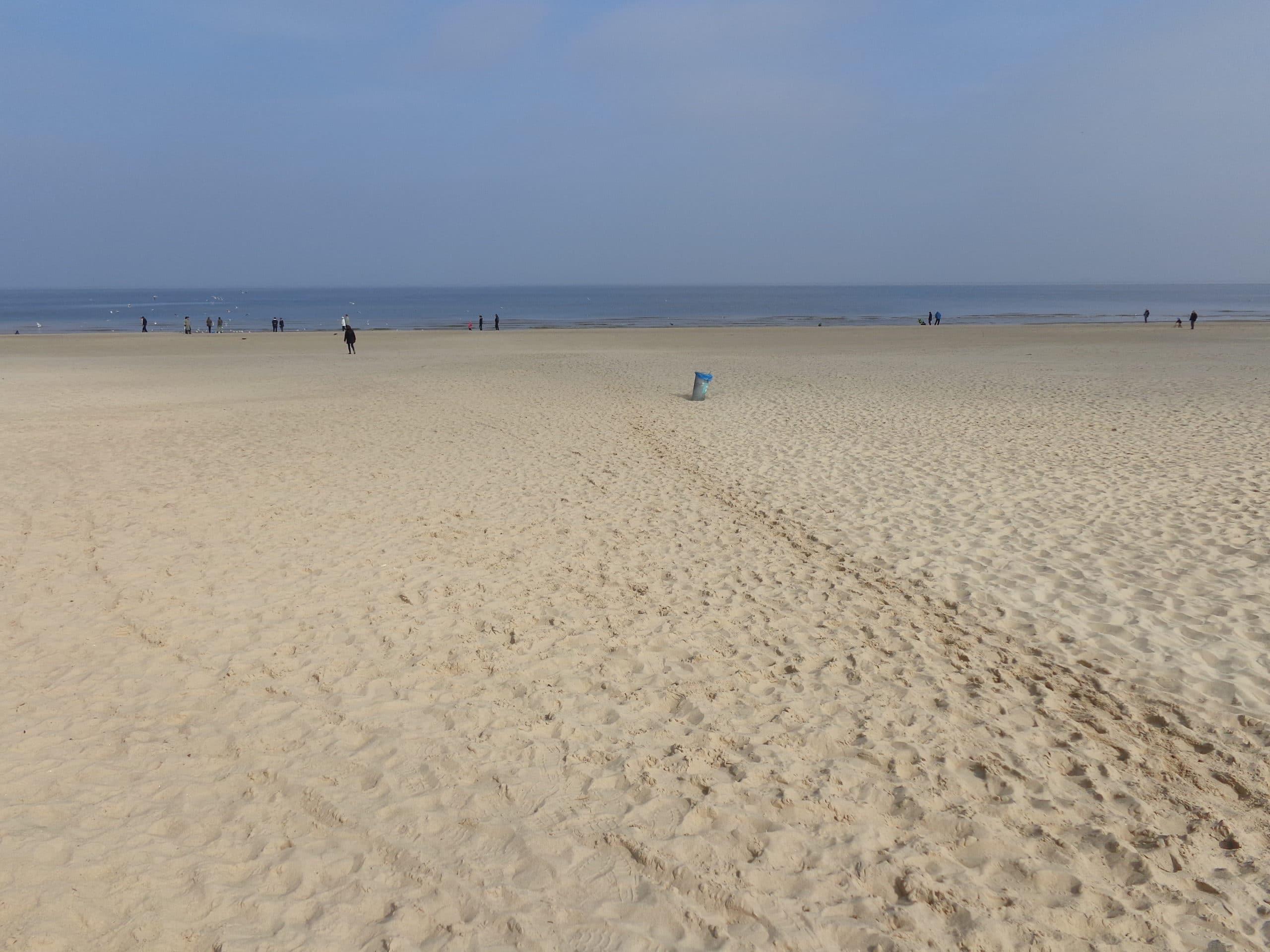 wyjątkowo szeroka plaża