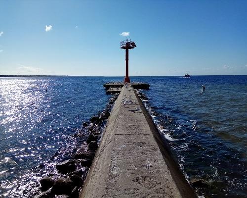 Wejście do portu rybackiego