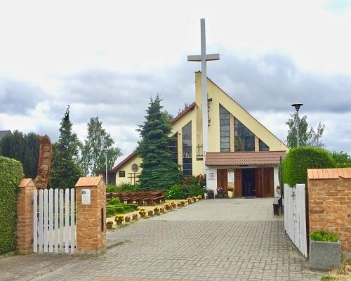 Dziwnówek - Kościół