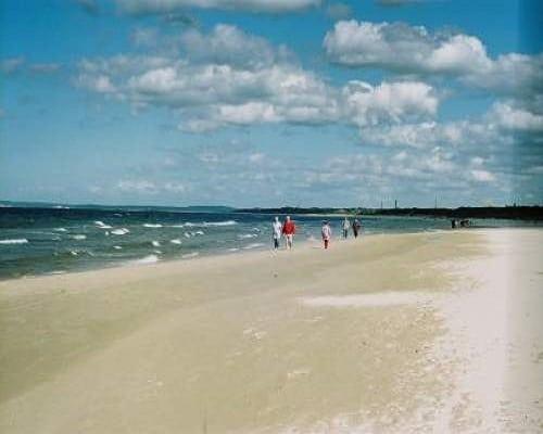 Spacer pustą plażą