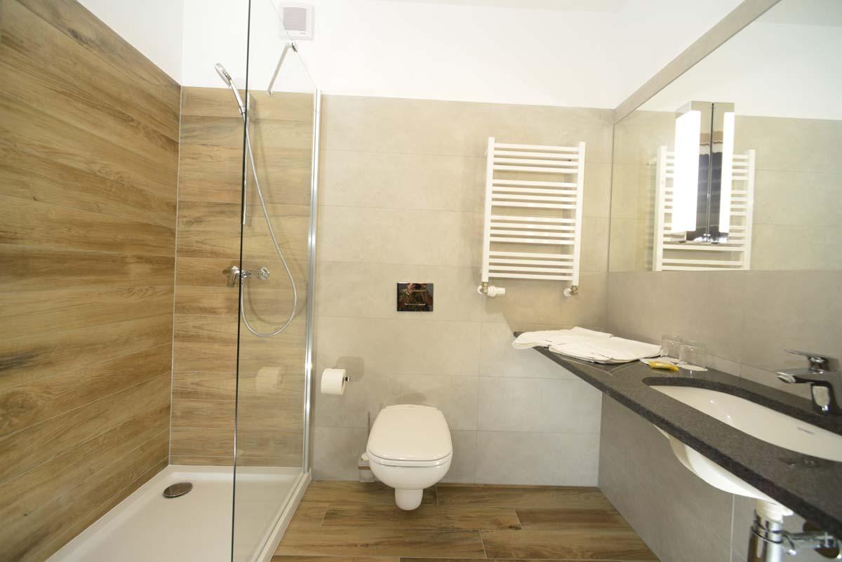 łazienka w pokoju komfort plus