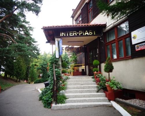 Inter Piast - wejście do budynku