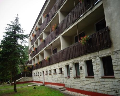 budynek mieszkalny od strony jeziora