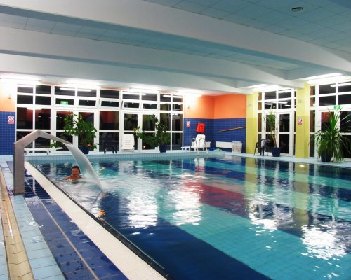 Dysze masujące na basenie