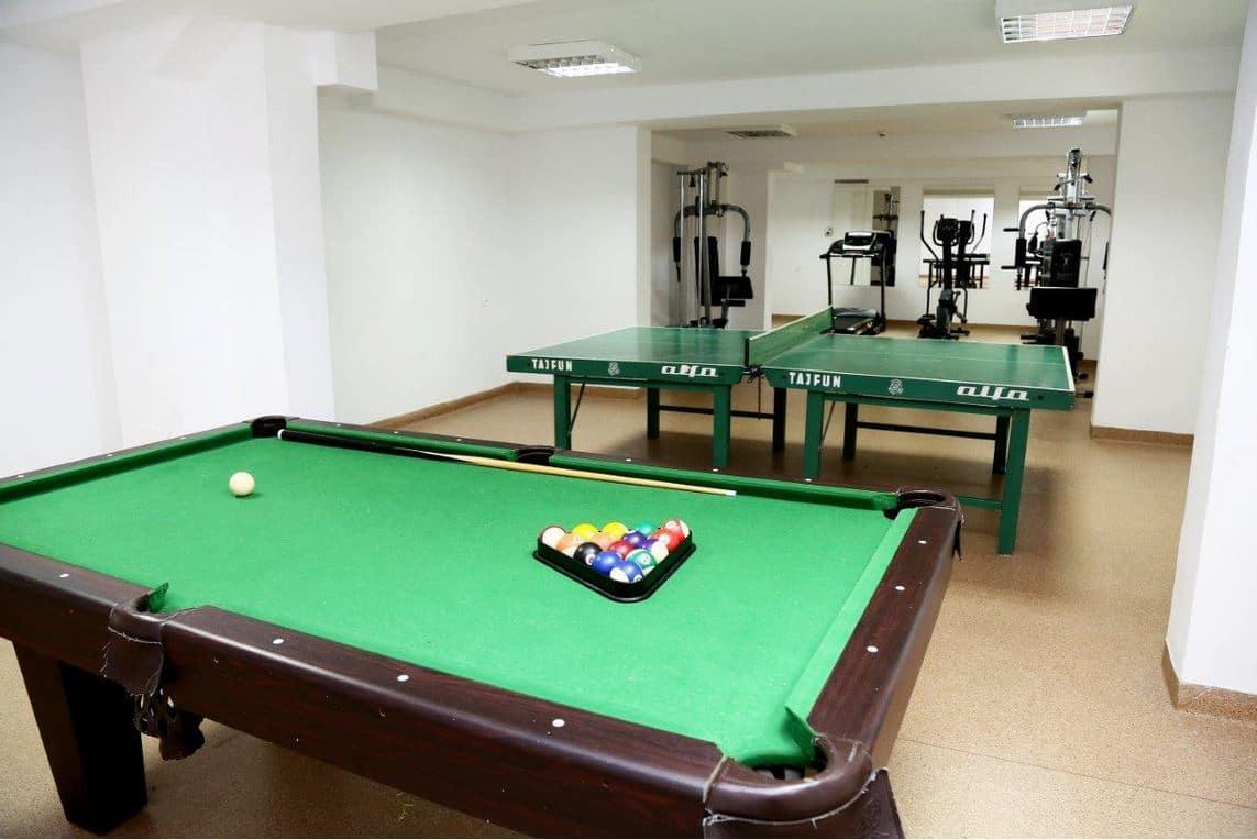 stołu do ping-ponga i bilardowy