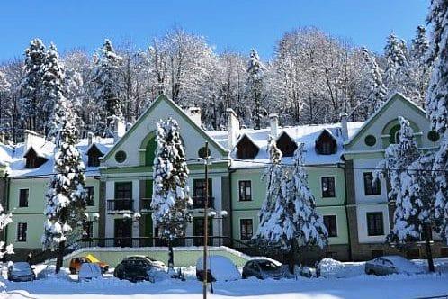"""Sanatorium """"Pod Jodłą"""" w zimie"""