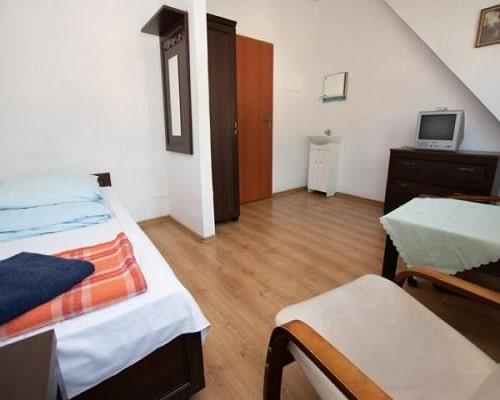 Pokój 1 os turystyczny bez łazienki w budynku głównym