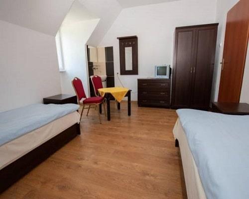Pokój 2 os turystyczny bez łazienki w budynku głównym
