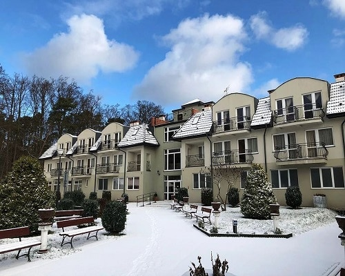 "Budynek ""Maraton"" zimą"